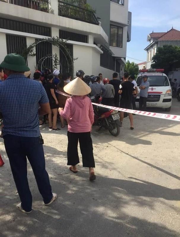 Video: Bi ke dao vao co, co gai khong bo chay va cai ket dau long-Hinh-7