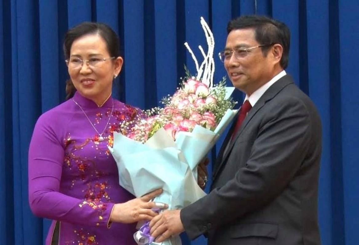 Khong chi tan Bi thu Quang Ngai, VN co nhieu quan nu duoc bo nhiem-Hinh-12