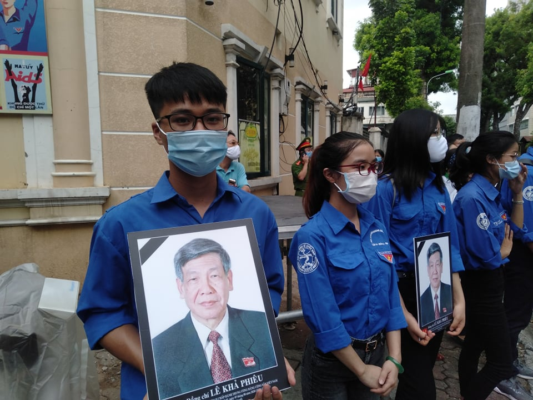 Nguoi dan tien dua nguyen Tong Bi thu Le Kha Phieu ve noi an nghi cuoi cung-Hinh-8