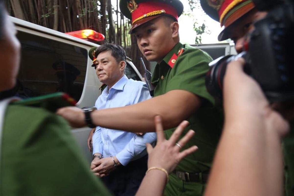 Cuu PCT TP.HCM Nguyen Huu Tin toc bac trang sau 1 nam bi tam giam-Hinh-4