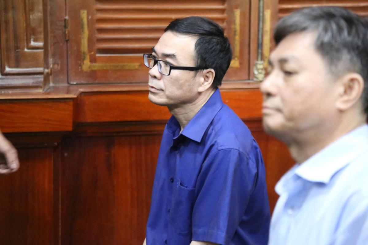 Cuu PCT TP.HCM Nguyen Huu Tin toc bac trang sau 1 nam bi tam giam-Hinh-9