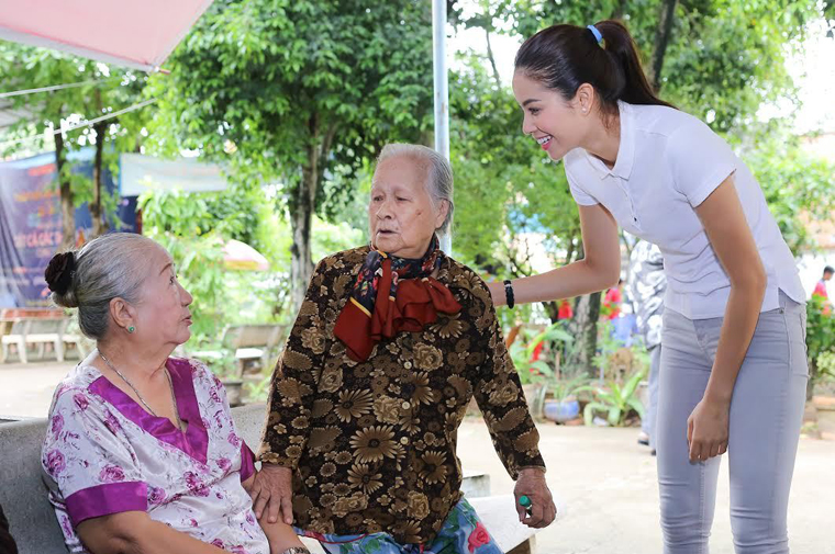 Pham Huong tham nghe si gia nhan ngay Gia dinh Viet Nam-Hinh-3