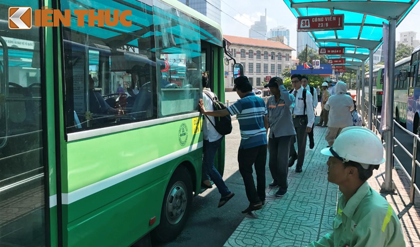 Anh: Ngay cuoi cung o tram xe buyt lon nhat Sai Gon-Hinh-11