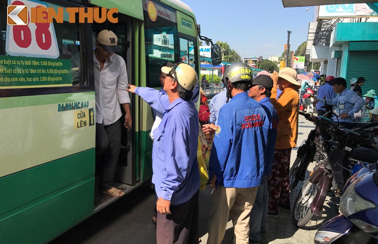 Anh: Ngay cuoi cung o tram xe buyt lon nhat Sai Gon-Hinh-3