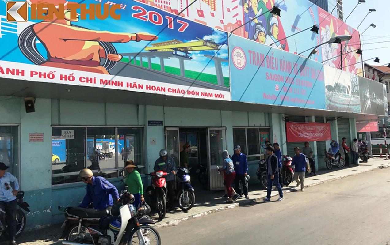 Anh: Ngay cuoi cung o tram xe buyt lon nhat Sai Gon