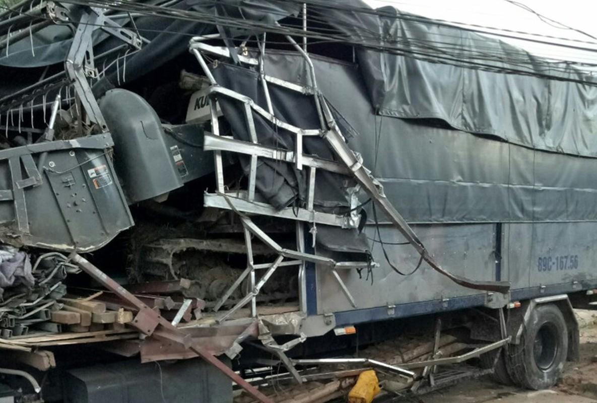 Hien truong kinh hoang xe tai tong container tren QL14-Hinh-8