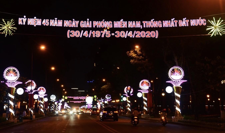 TPHCM ruc ro co hoa don mung 45 nam ngay thong nhat dat nuoc-Hinh-13
