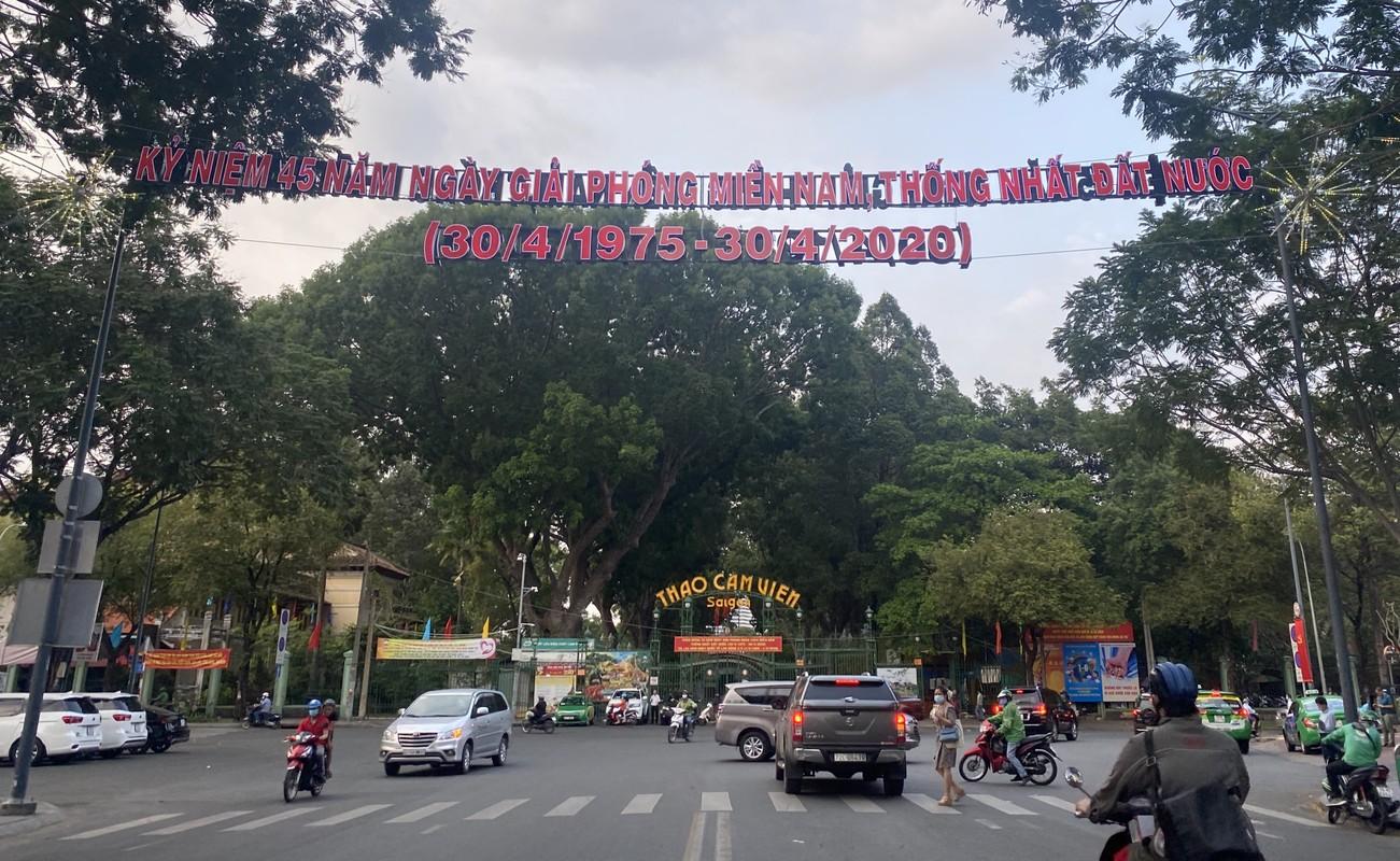 TPHCM ruc ro co hoa don mung 45 nam ngay thong nhat dat nuoc-Hinh-2