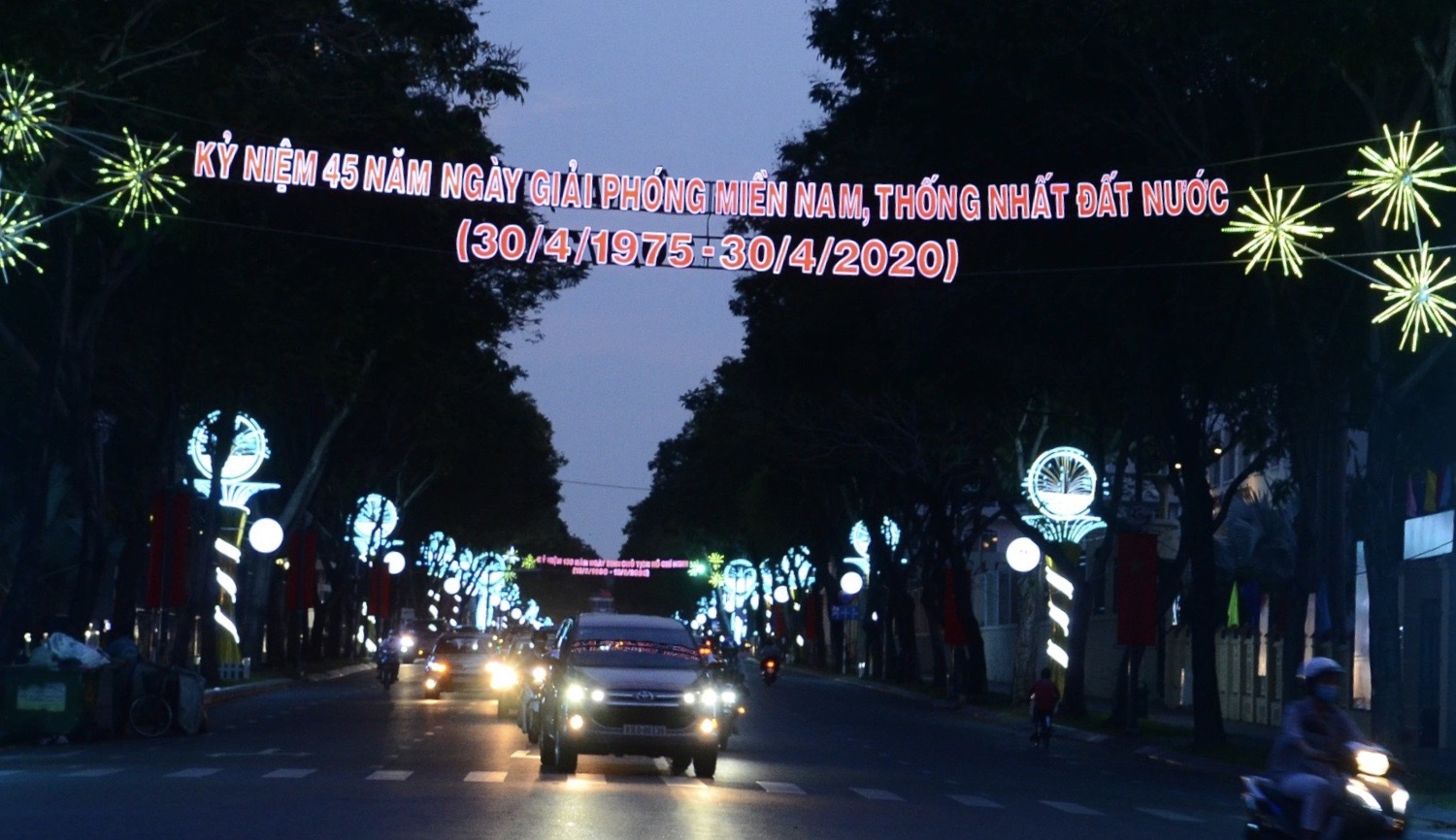 TPHCM ruc ro co hoa don mung 45 nam ngay thong nhat dat nuoc-Hinh-3