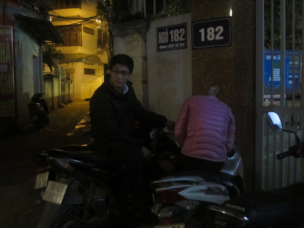 Nguoi HN doi mua xep hang dang ky tiem vacxin 5 trong 1-Hinh-4