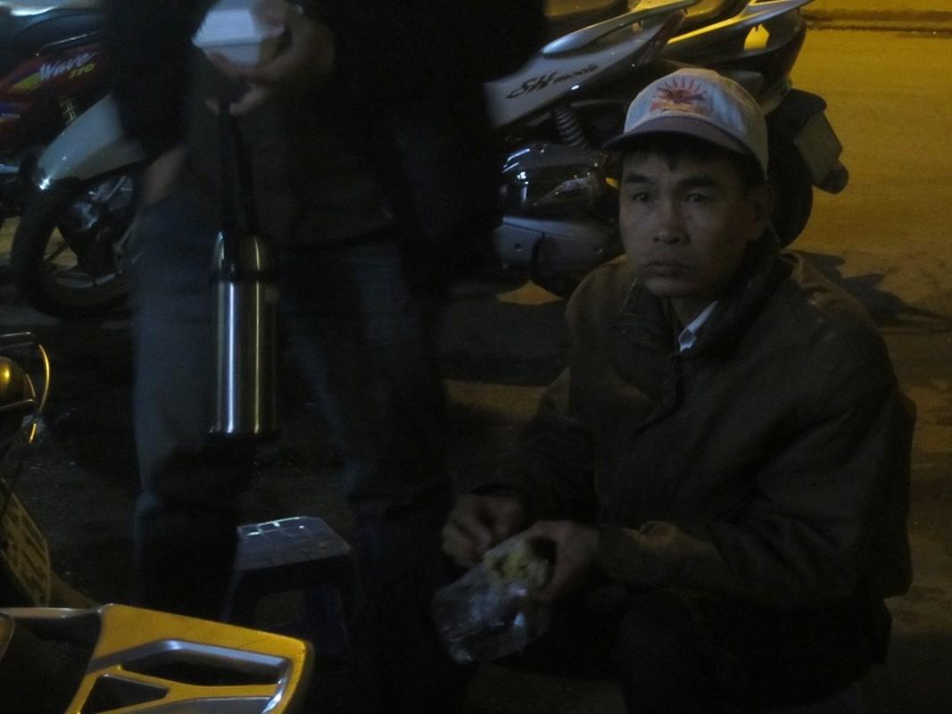 Nguoi HN doi mua xep hang dang ky tiem vacxin 5 trong 1-Hinh-6