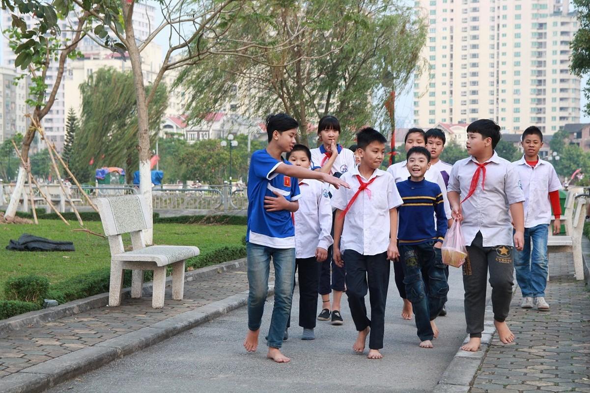 Dan HN quan dui ao coc dao pho giua mua dong-Hinh-2