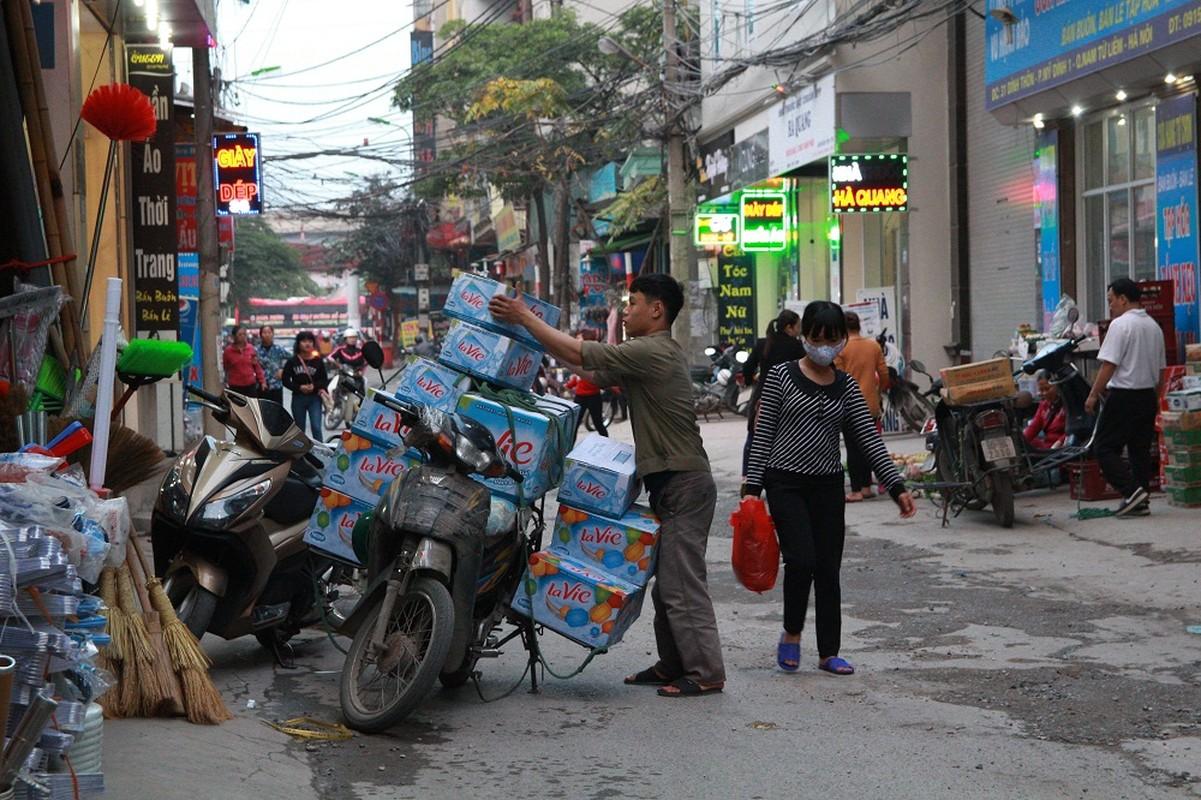 Dan HN quan dui ao coc dao pho giua mua dong-Hinh-6