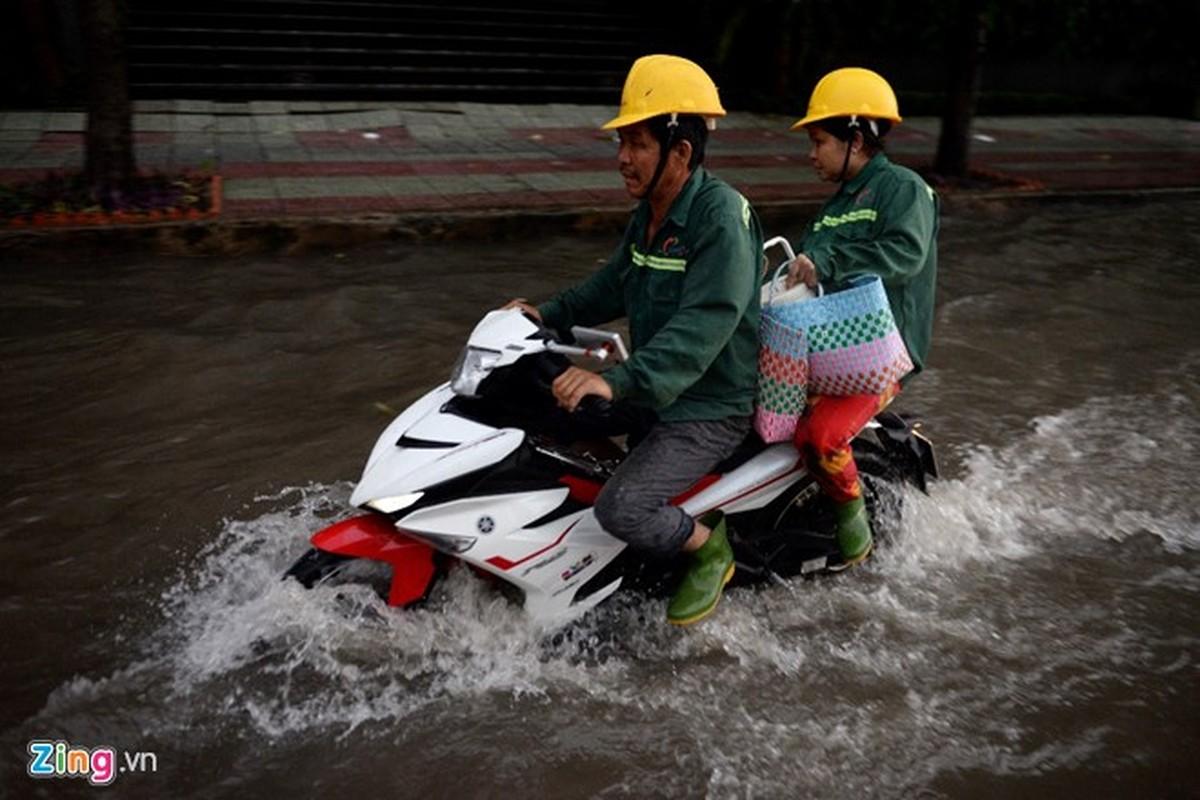 Sai Gon mua khong lon, duong Nguyen Huu Canh van ngap nang-Hinh-5