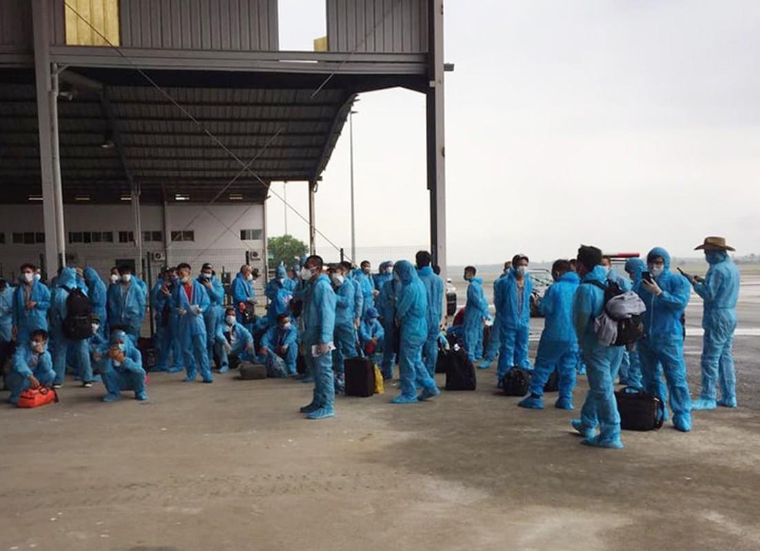 Anh: 120 benh nhan COVID-19 o Guinea Xich Dao len may bay ve nuoc-Hinh-7