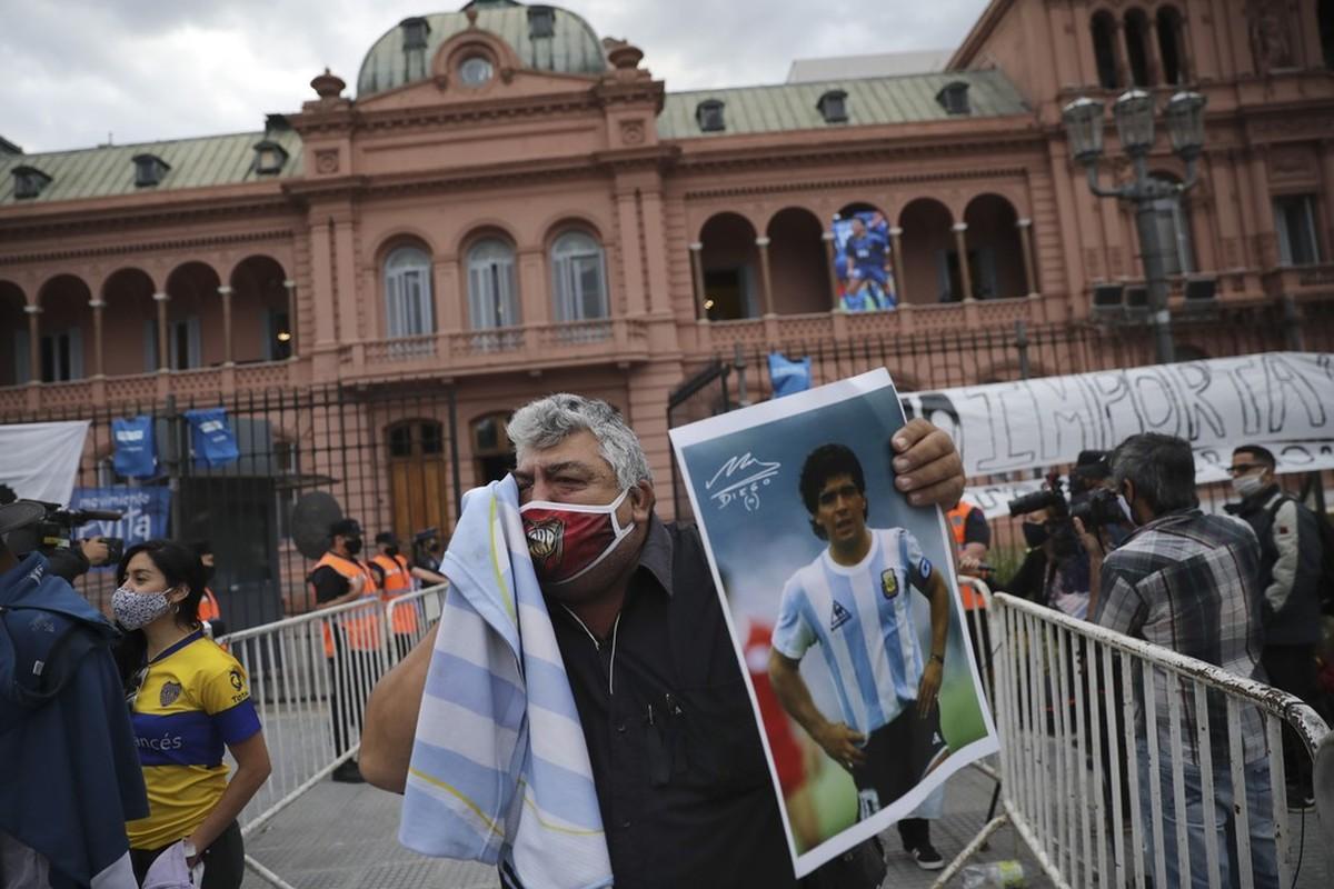 Bao loan xay ra o dam tang huyen thoai Diego Maradona-Hinh-20