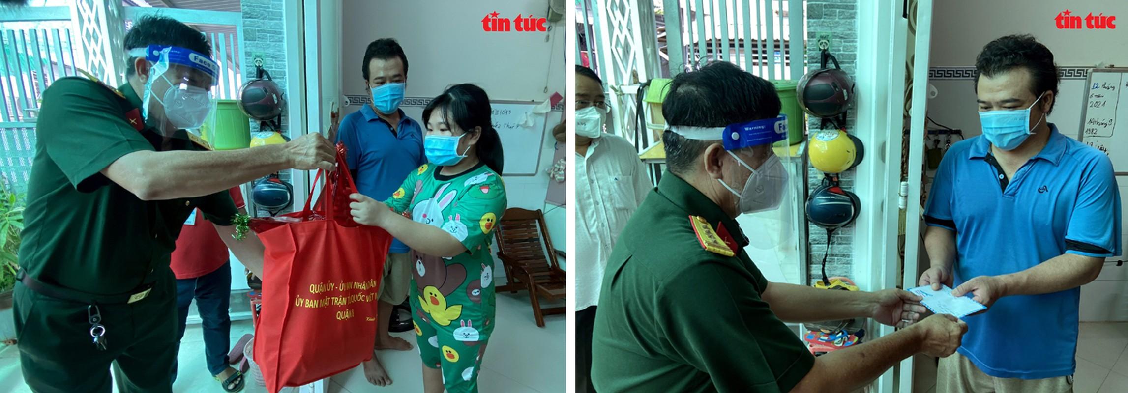 Thu truong Nguyen Truong Son tang qua Trung thu cho cac thieu nhi mo coi do dich COVID-19-Hinh-2