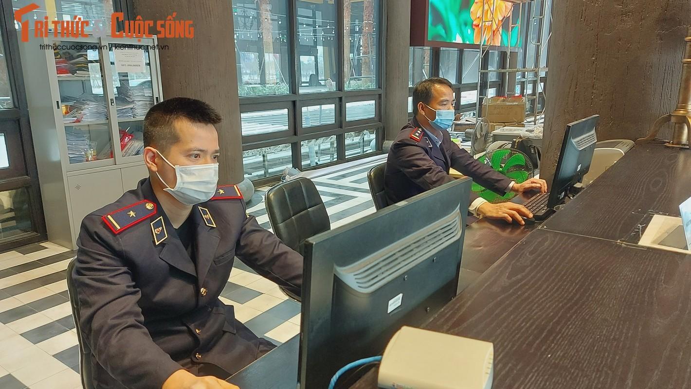 Quang Ninh: Ben cang diu hiu, tau thuyen nam im 1 cho mua COVID-19-Hinh-11
