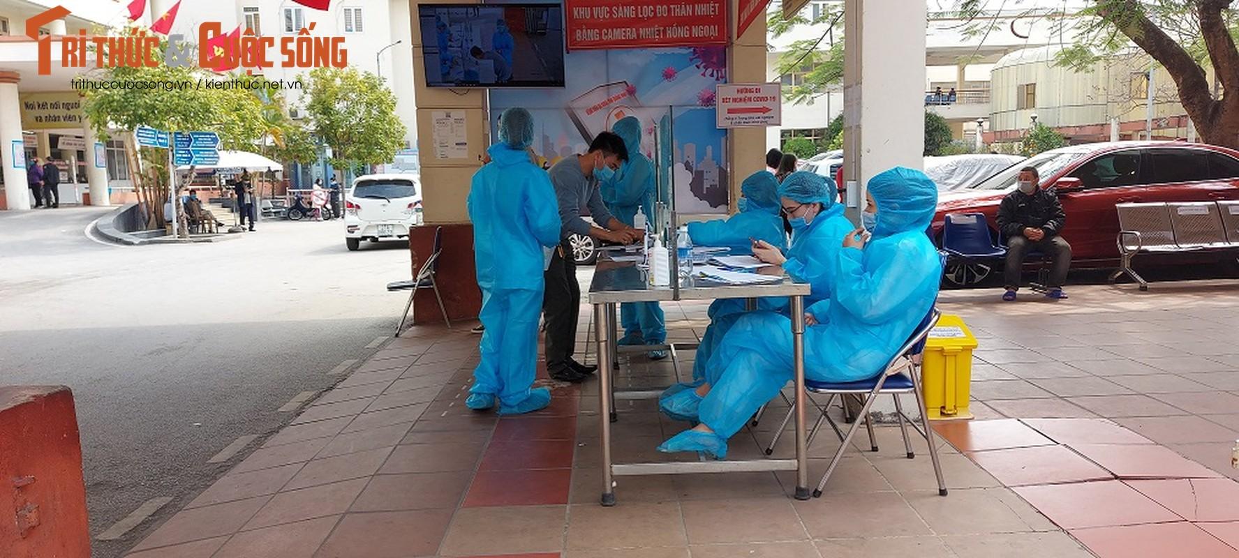 Can canh nguoi Quang Ninh di xet nghiem COVID-19 tra phi tai Benh vien-Hinh-4