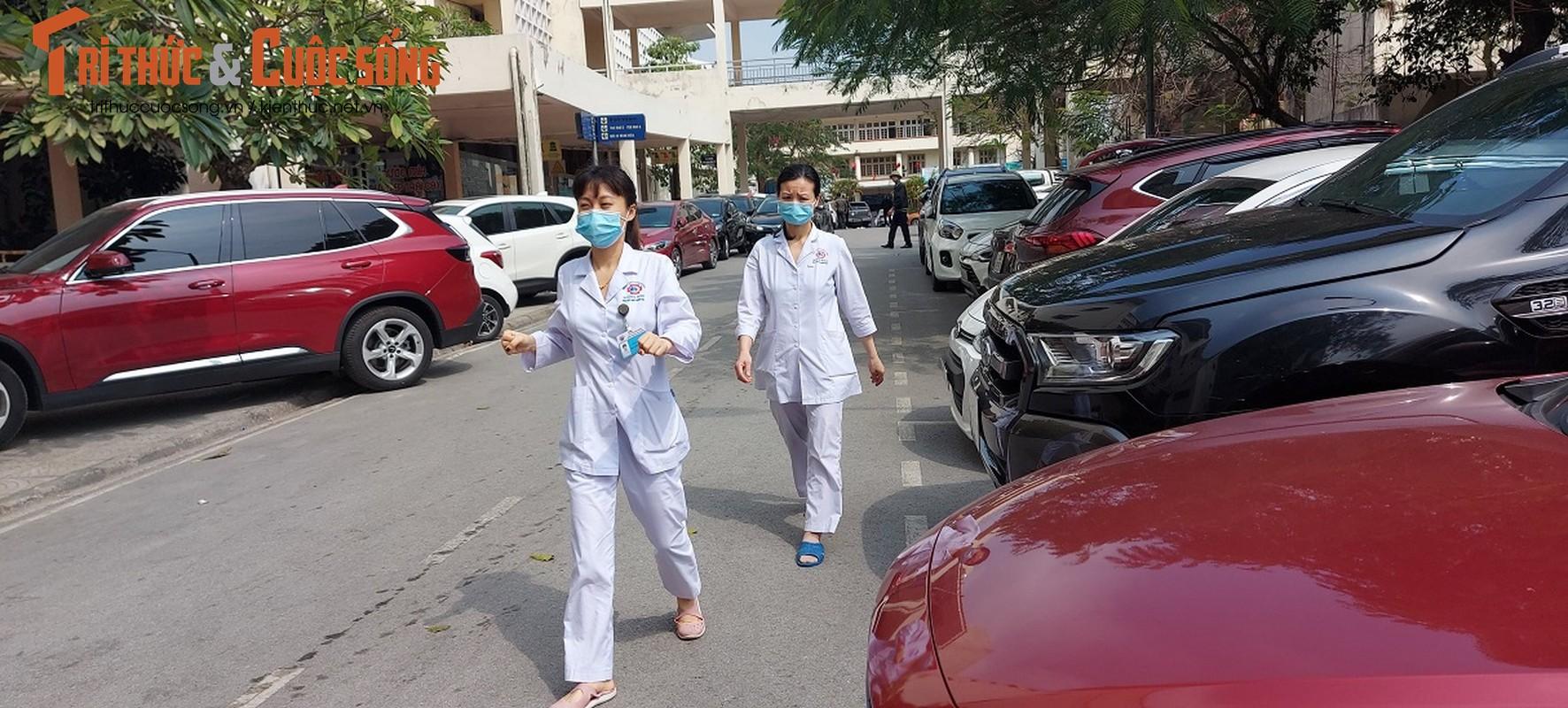 Can canh nguoi Quang Ninh di xet nghiem COVID-19 tra phi tai Benh vien-Hinh-5