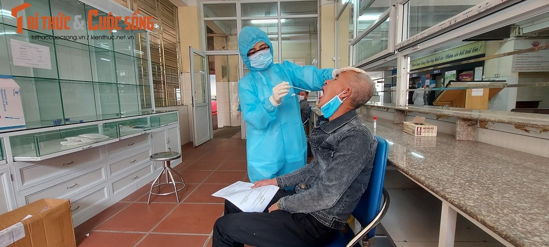 Can canh nguoi Quang Ninh di xet nghiem COVID-19 tra phi tai Benh vien-Hinh-7