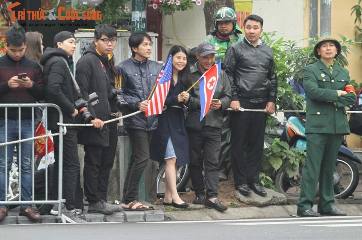 Xuc dong hinh anh nguoi dan Ha Noi don mung Chu tich Kim Jong-un-Hinh-12