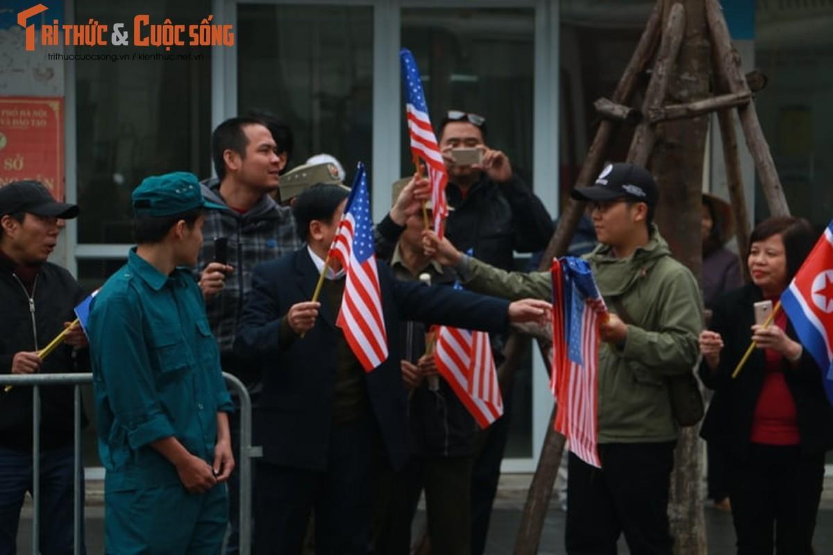 Xuc dong hinh anh nguoi dan Ha Noi don mung Chu tich Kim Jong-un-Hinh-15