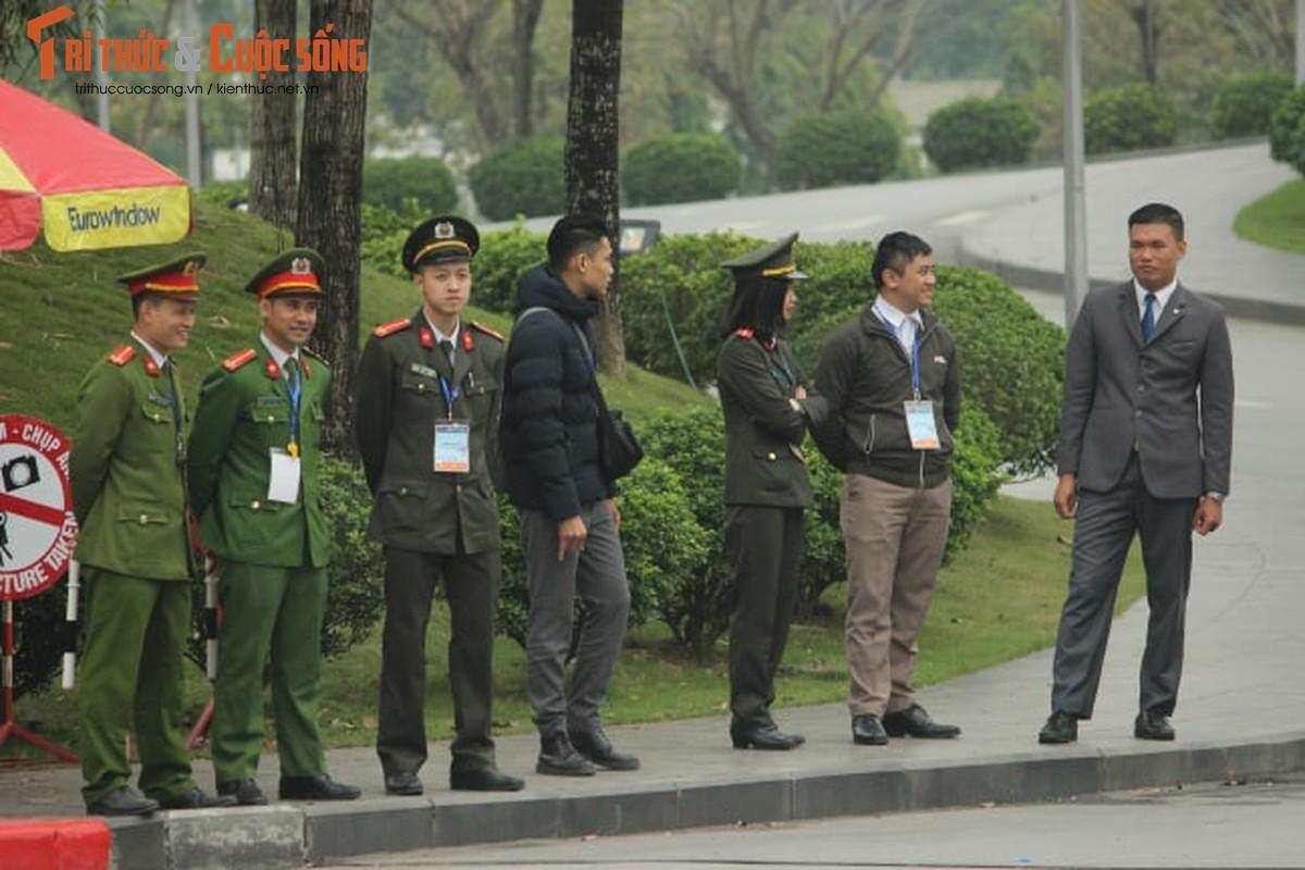 Doan xe don Tong thong Donald Trump roi khach san Marriott di san bay Noi Bai-Hinh-11