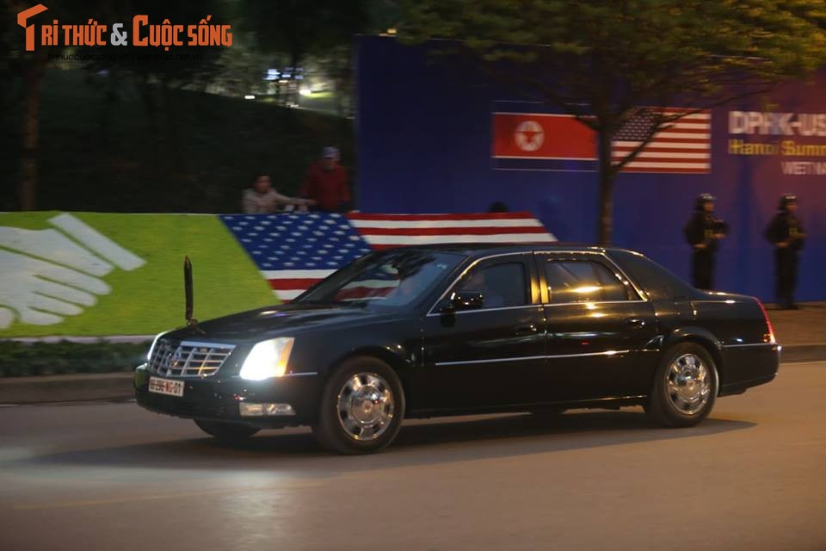 Doan xe don Tong thong Donald Trump roi khach san Marriott di san bay Noi Bai-Hinh-5