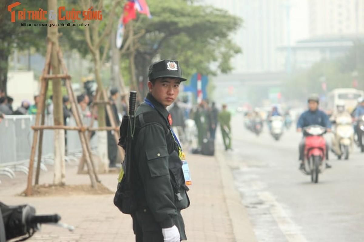 Doan xe don Tong thong Donald Trump roi khach san Marriott di san bay Noi Bai-Hinh-9