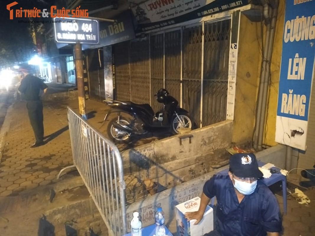 Ha Noi: Phong toa 2 ngo duong Hoang Hoa Tham co nguoi nghi nhiem COVID -19-Hinh-3