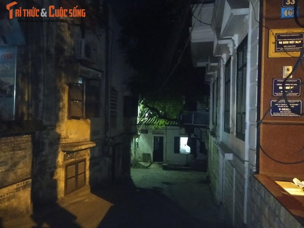 Ha Noi: Phong toa 2 ngo duong Hoang Hoa Tham co nguoi nghi nhiem COVID -19-Hinh-9