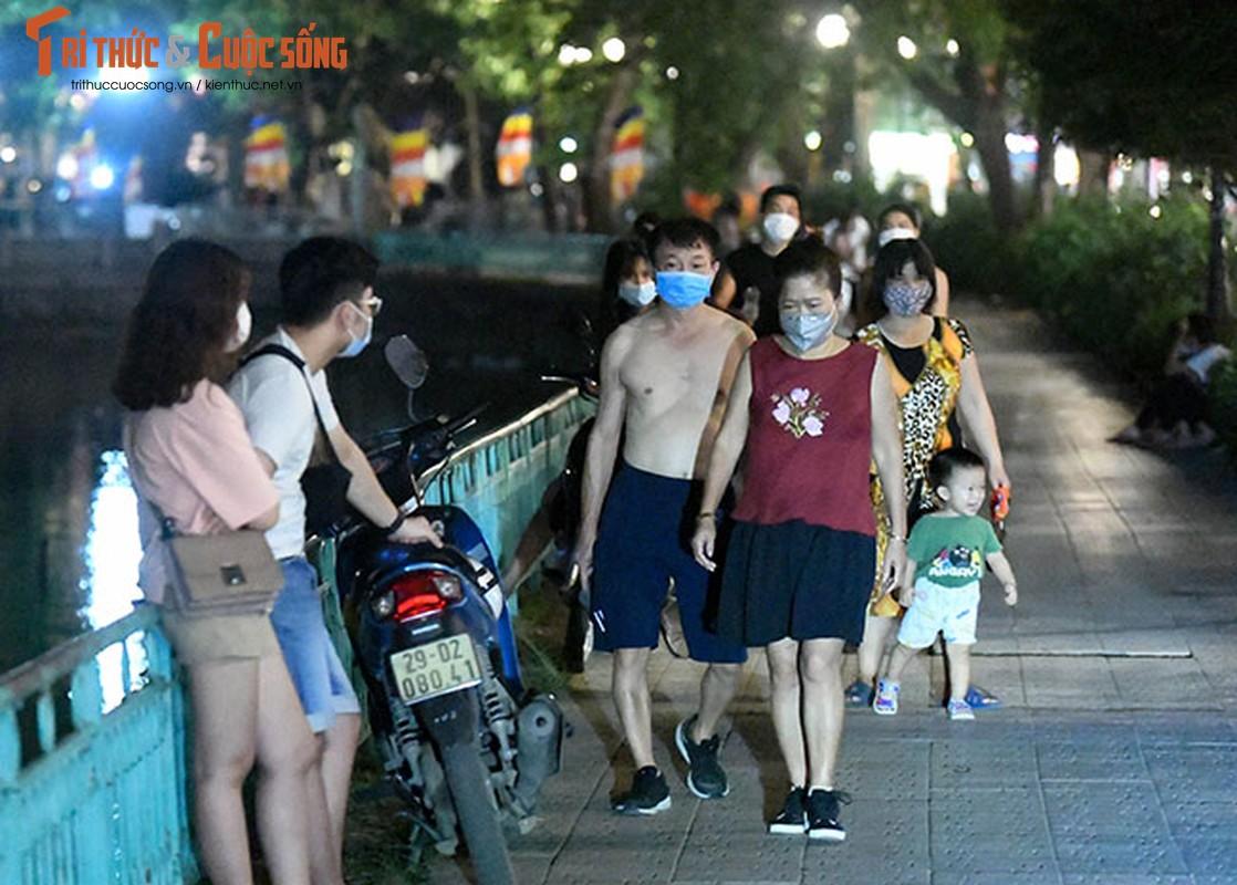 Bat chap COVID-19, nguoi dan van un un do ra Ho Tay hong mat-Hinh-10