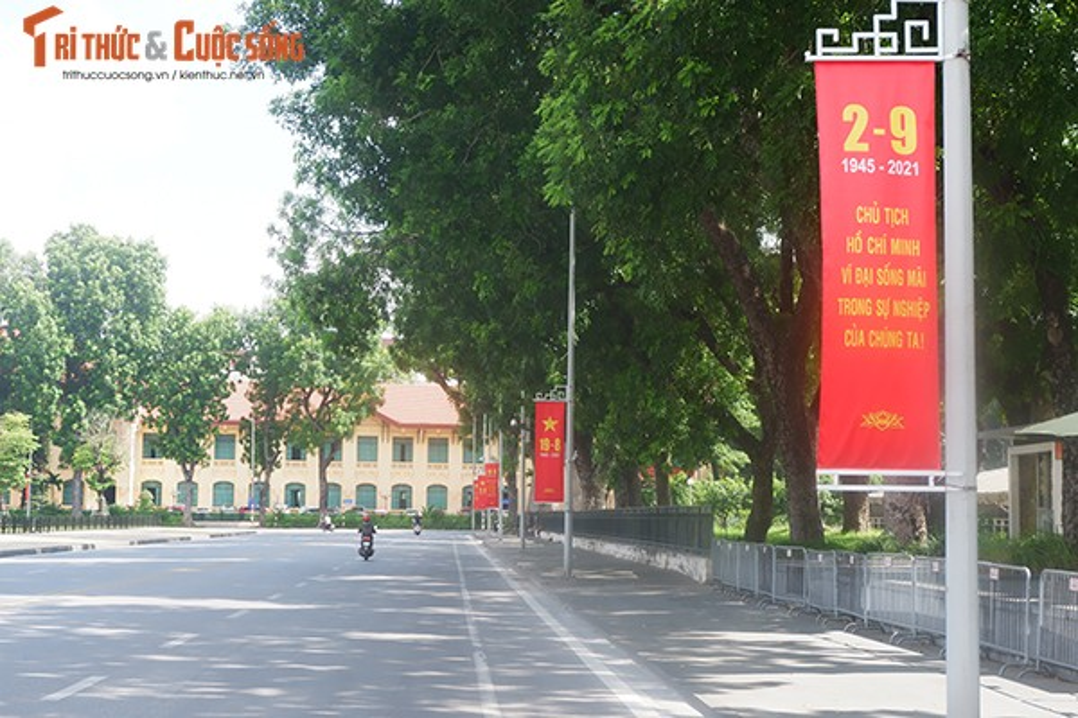 Pho phuong Ha Noi ruc ro co hoa chao mung Quoc khanh 2/9-Hinh-6