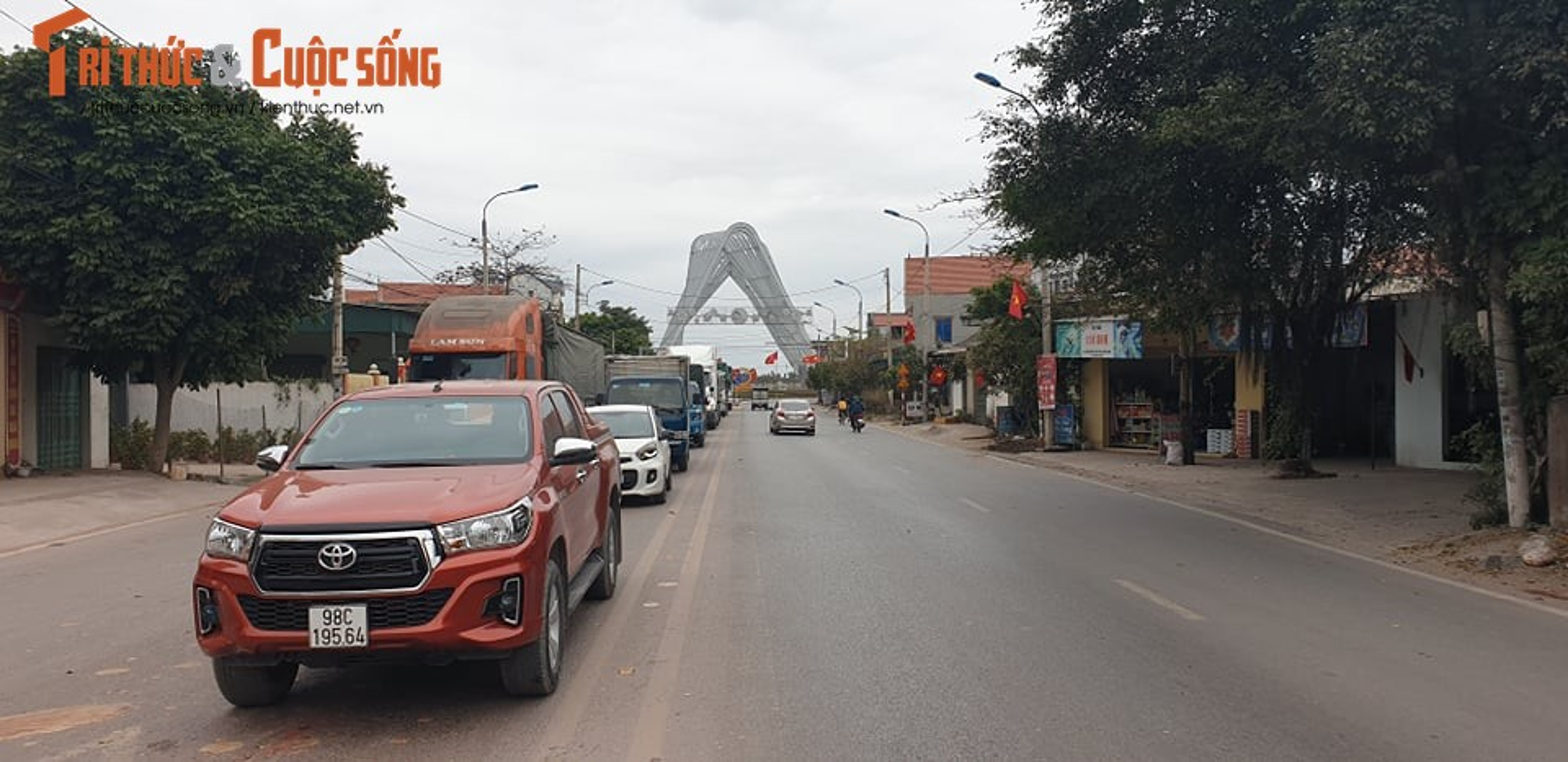 Quang Ninh lap chot kiem dich COVID-19, Quoc lo 18 un u keo dai-Hinh-3