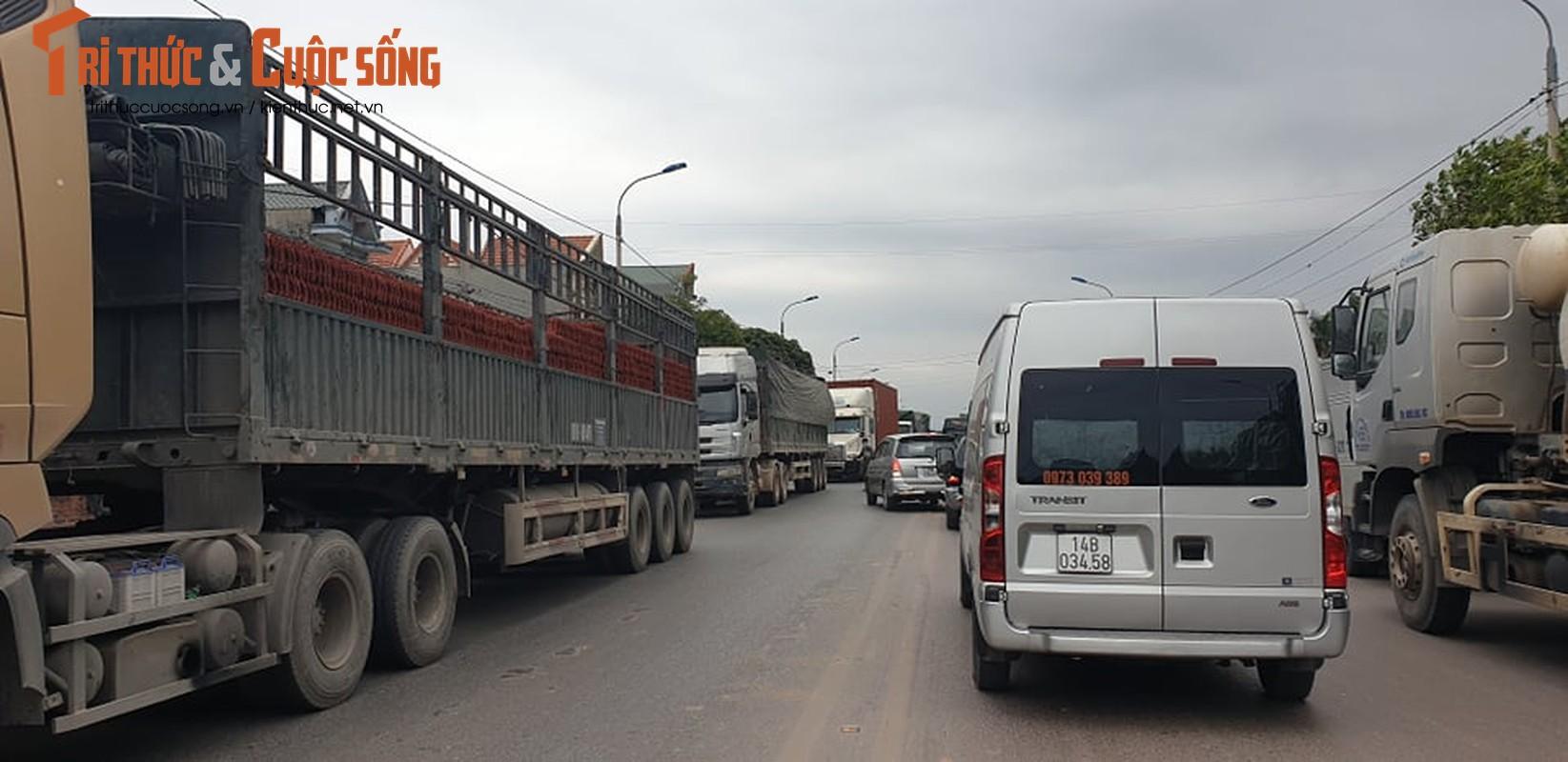 Quang Ninh lap chot kiem dich COVID-19, Quoc lo 18 un u keo dai-Hinh-4