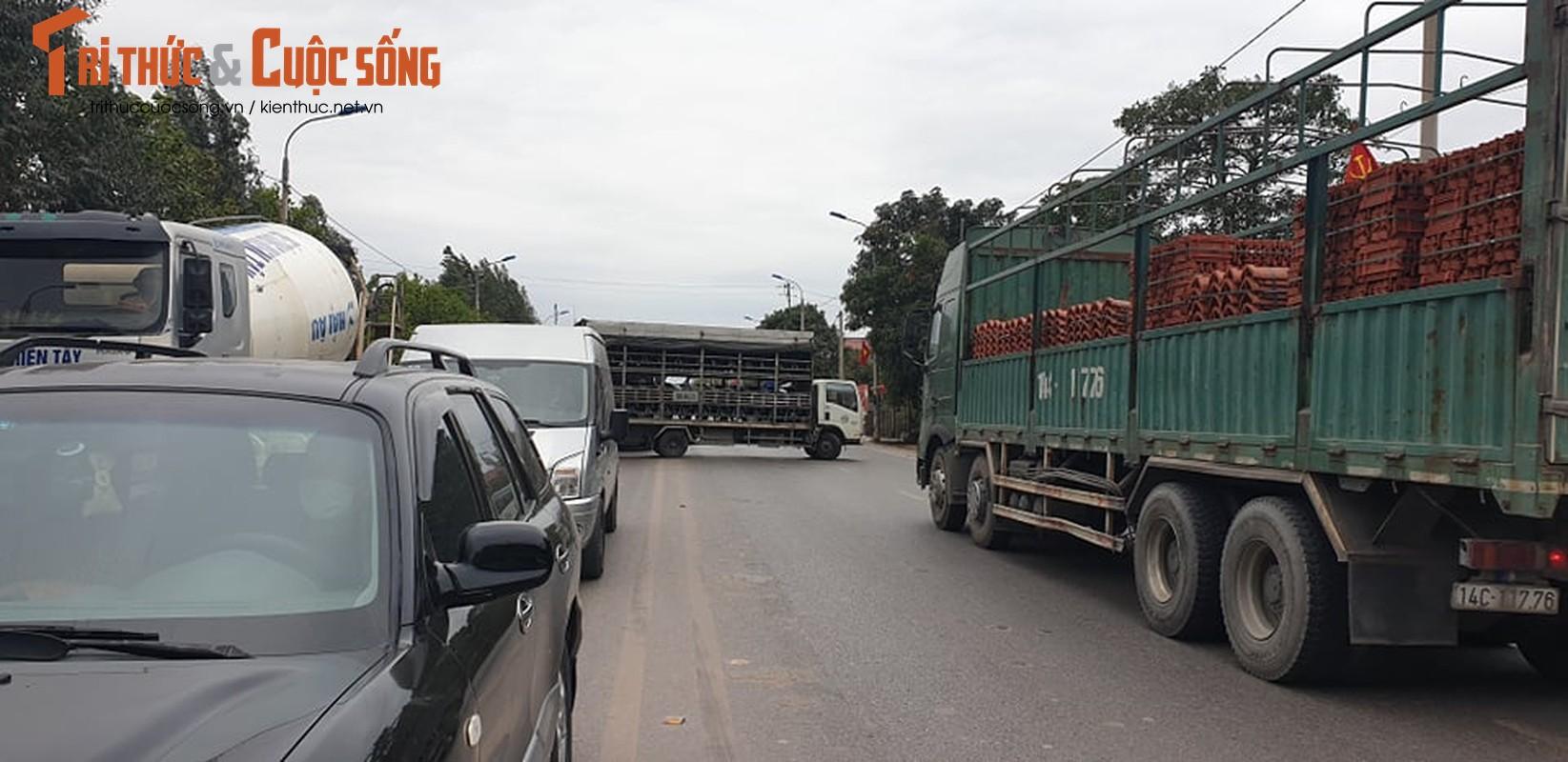 Quang Ninh lap chot kiem dich COVID-19, Quoc lo 18 un u keo dai-Hinh-6