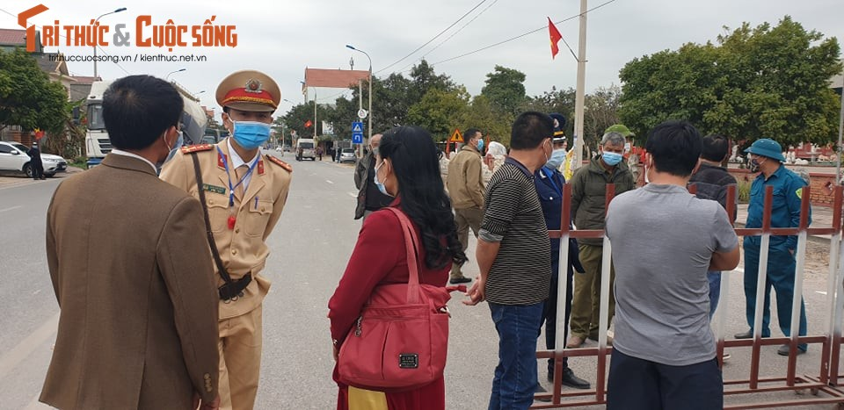 Quang Ninh lap chot kiem dich COVID-19, Quoc lo 18 un u keo dai-Hinh-9