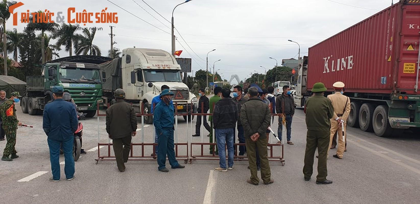 Quang Ninh lap chot kiem dich COVID-19, Quoc lo 18 un u keo dai