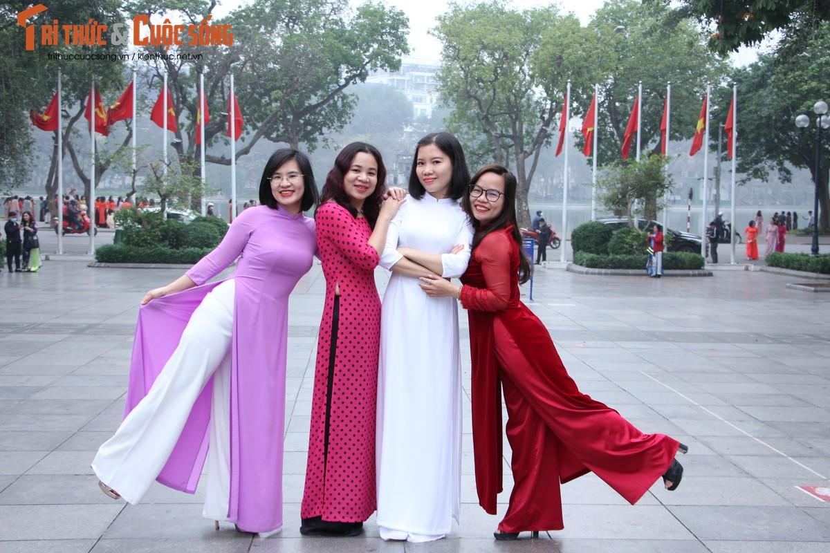 Quoc te Phu nu 8/3: Net dep nu can bo, nhan vien VUSTA trong ta ao dai-Hinh-14