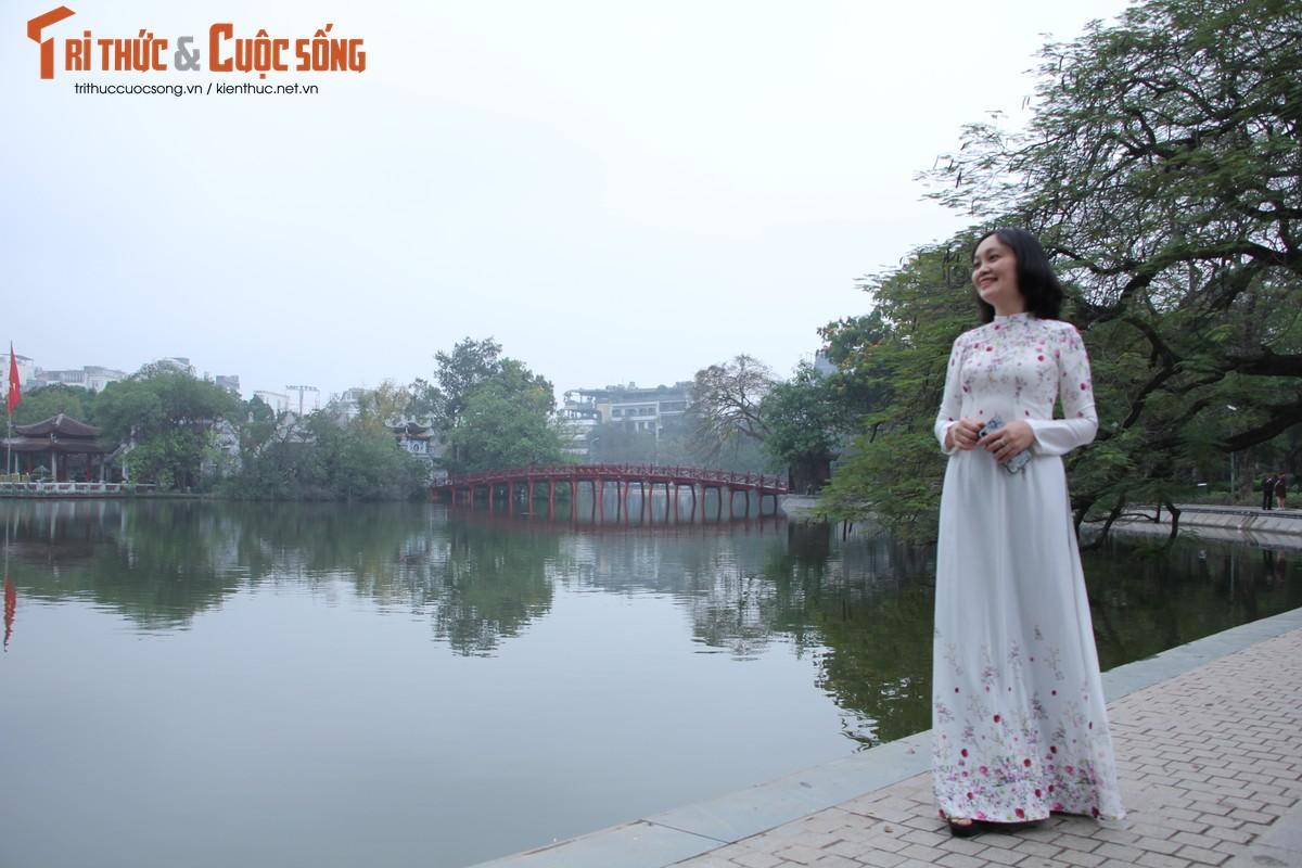 Quoc te Phu nu 8/3: Net dep nu can bo, nhan vien VUSTA trong ta ao dai-Hinh-2