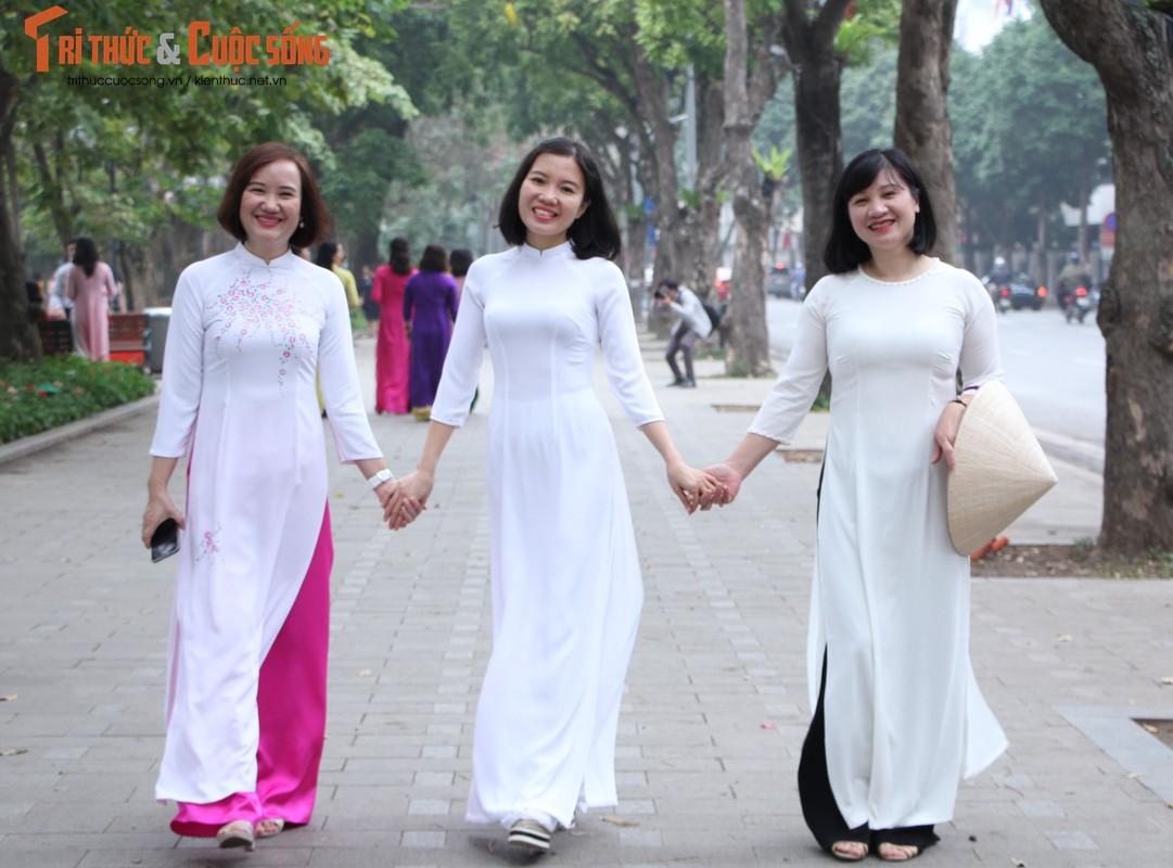 Quoc te Phu nu 8/3: Net dep nu can bo, nhan vien VUSTA trong ta ao dai-Hinh-8