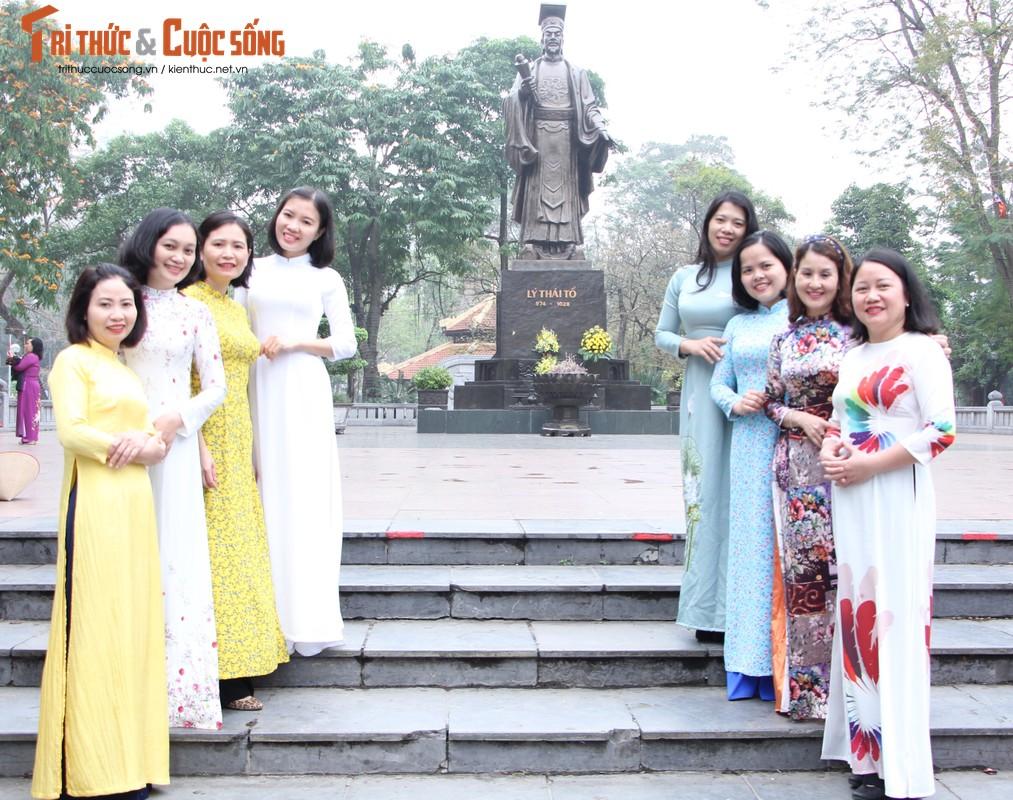 Quoc te Phu nu 8/3: Net dep nu can bo, nhan vien VUSTA trong ta ao dai-Hinh-9