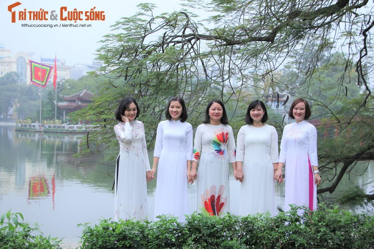 Quoc te Phu nu 8/3: Net dep nu can bo, nhan vien VUSTA trong ta ao dai