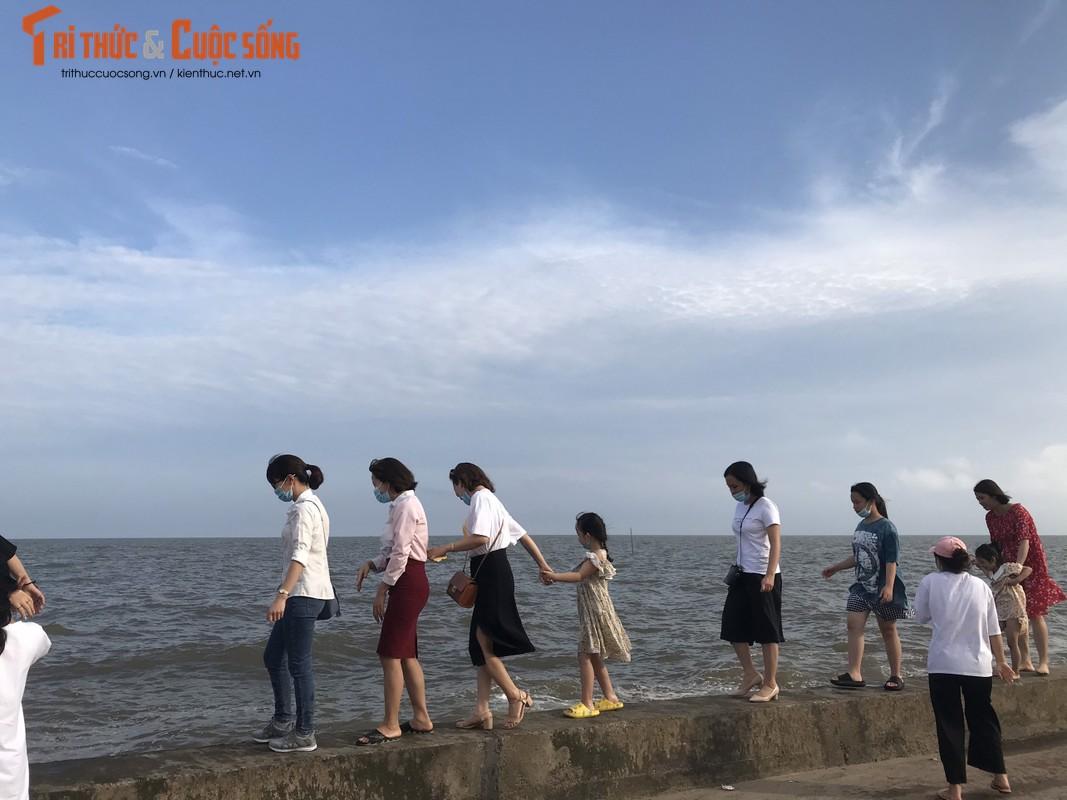 """Nghi le 30/4-1/5, bien Quat Lam dong kin nguoi, """"chay hang"""" dich vu-Hinh-8"""