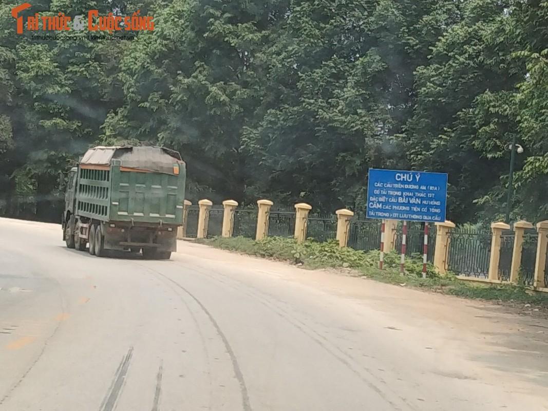 """""""Binh doan"""" xe cho qua tai tung hoanh tuyen duong phia Tay Ha Noi-Hinh-2"""