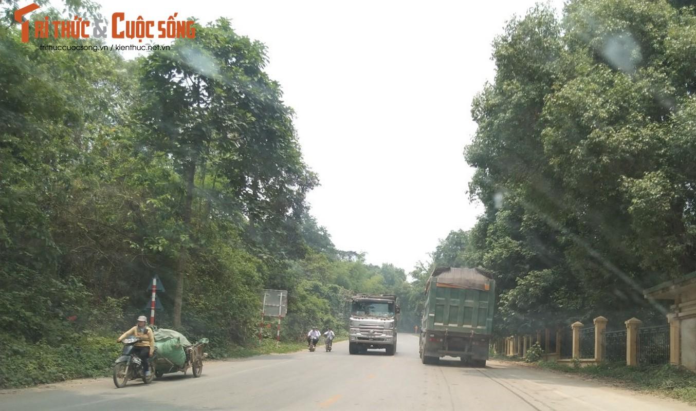 """""""Binh doan"""" xe cho qua tai tung hoanh tuyen duong phia Tay Ha Noi-Hinh-3"""