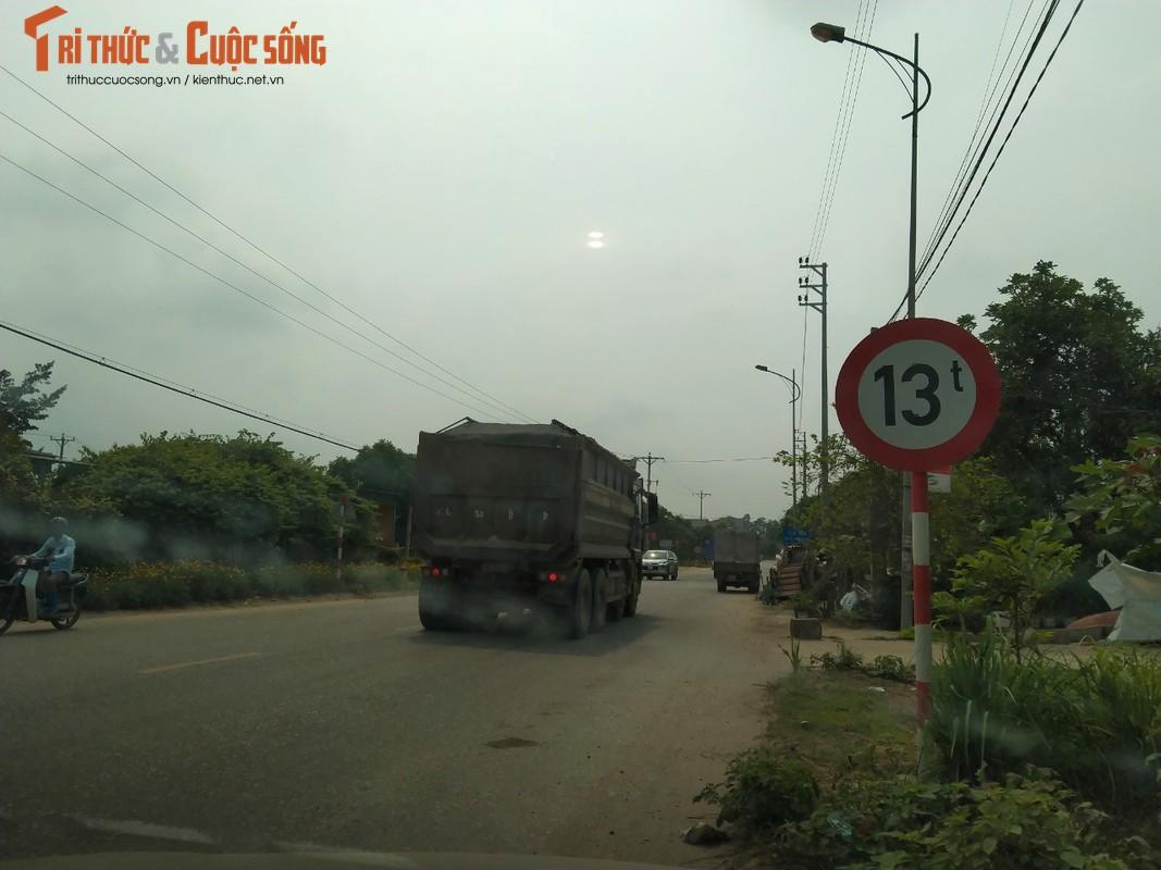 """""""Binh doan"""" xe cho qua tai tung hoanh tuyen duong phia Tay Ha Noi-Hinh-5"""