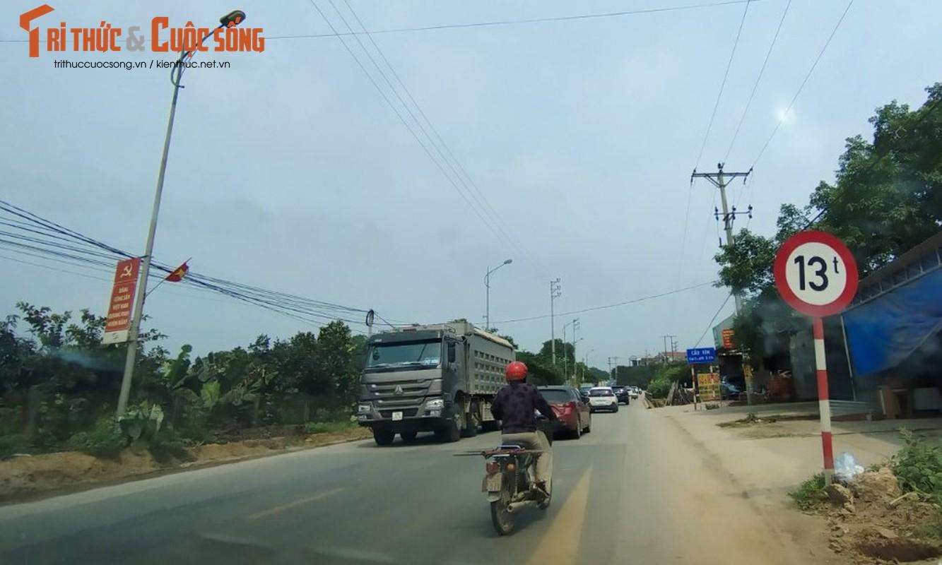 """""""Binh doan"""" xe cho qua tai tung hoanh tuyen duong phia Tay Ha Noi-Hinh-6"""