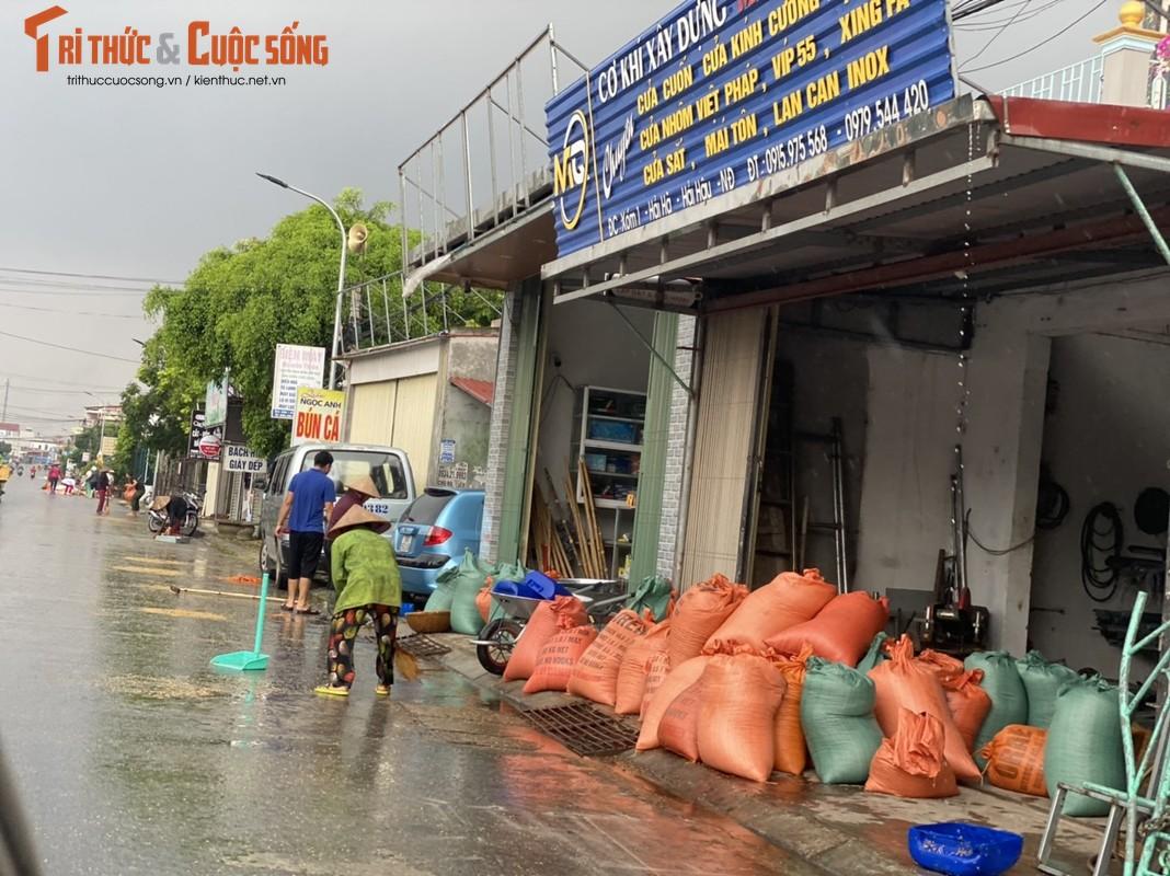 """Nong dan Hai Hau """"khoc rong"""" vi  thoc lua phoi ngoai duong ngap ngua trong mua-Hinh-5"""
